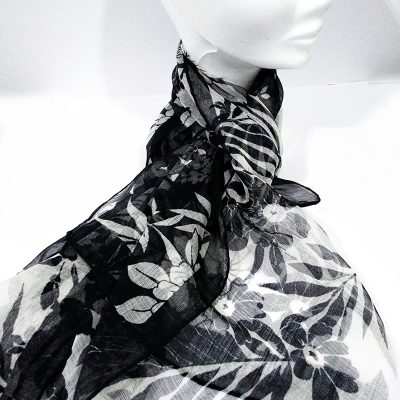 Fular floral negro